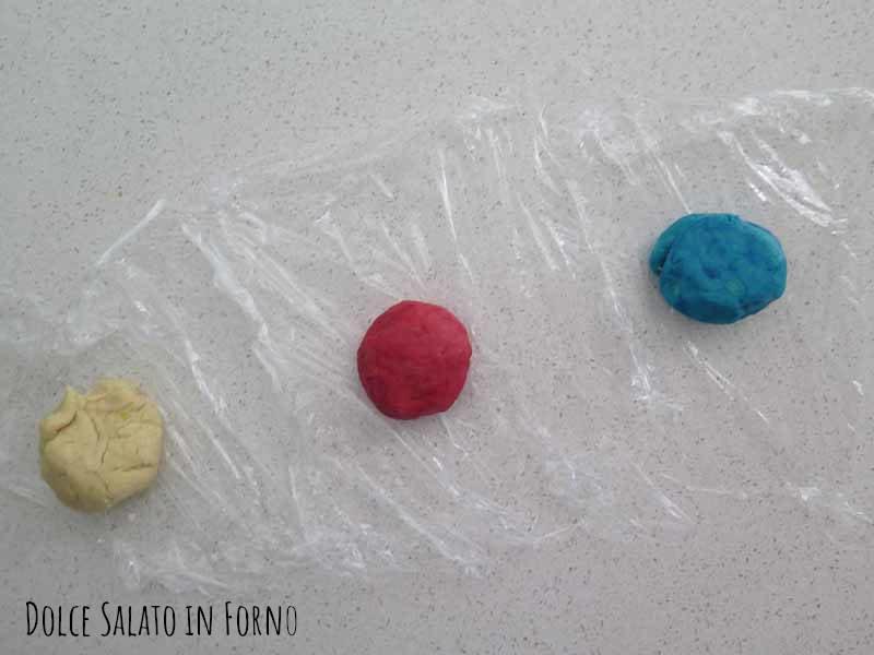 dividere impasto palline colorate