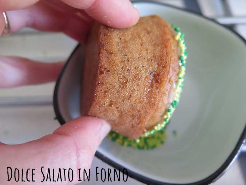 Ricoprire il muffin di zuccherini verdi