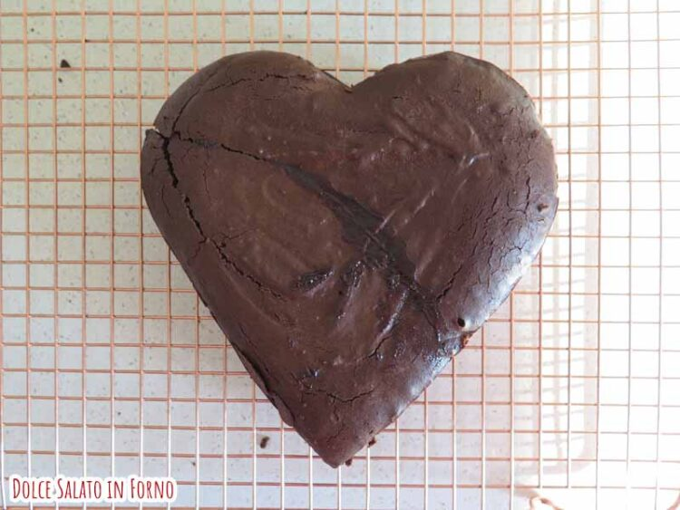 brownie al cioccolato fondente a forma di cuore
