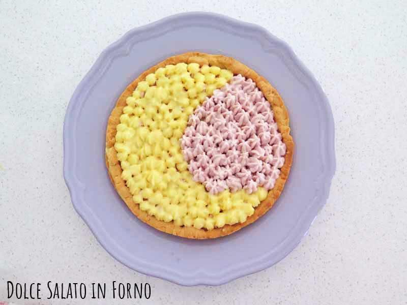 Crostata alal crema pasticcera e namelaka alla fragola