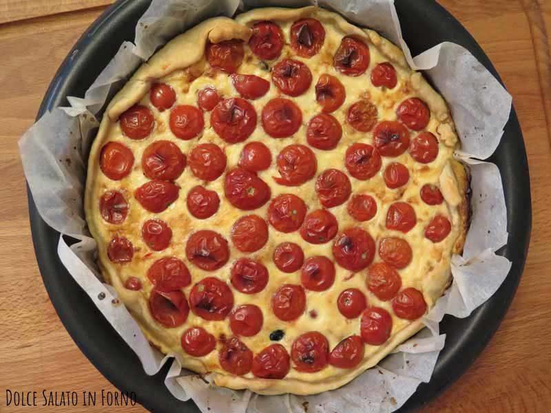 Torta salata pomodorini tonno capperi e olive nere
