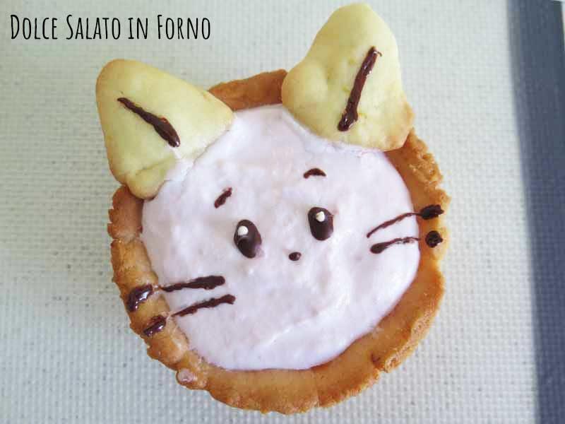 Crostatine a forma di gatto Pink con crema di ricotta e fragole