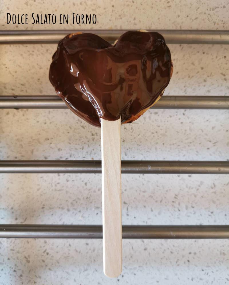 Ventagli di sfoglia dolci su stecco