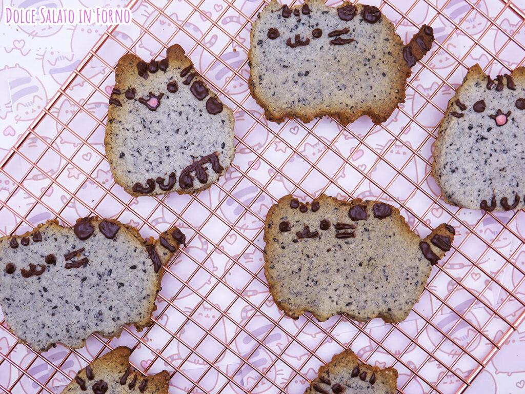 Biscotti giapponesi al sesamo nero a forma di Pusheen
