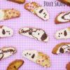 Cantucci mirtilli rossi, mandorle e cioccolato bianco a forma di Snoopy