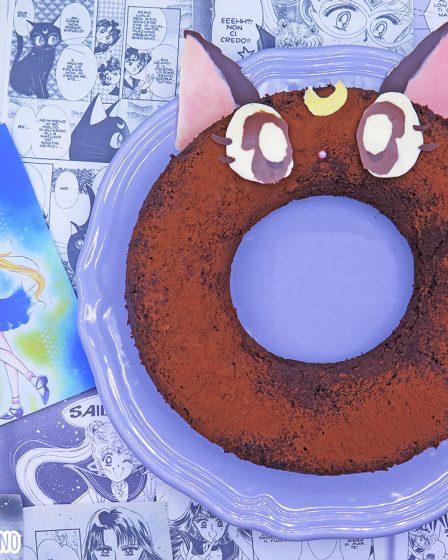 ciambella ciliegie e cioccolato a forma di Luna di Sailor Moon
