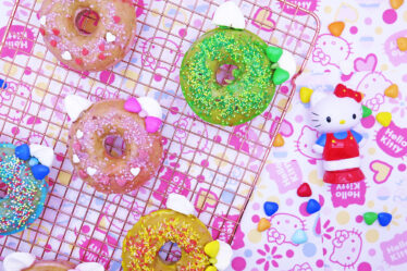 Ciambelline mela cannella noci glassate di Hello Kitty