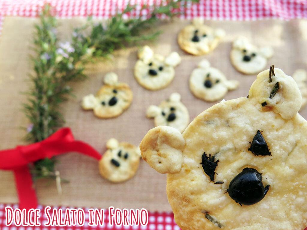 Crackers senza lievito al rosmarino e olive a forma di orsetto
