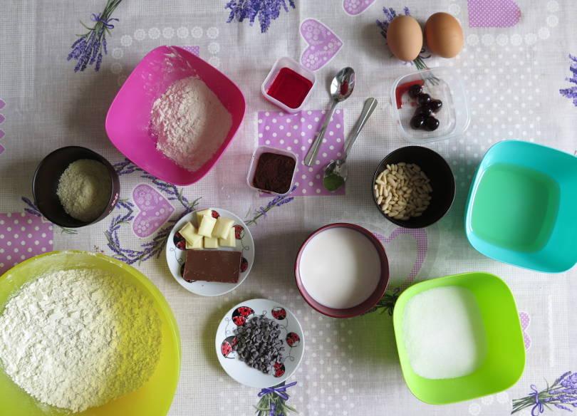 Ingredienti ciambella brioche di orsetti colorata senza burro con olio e senza coloranti