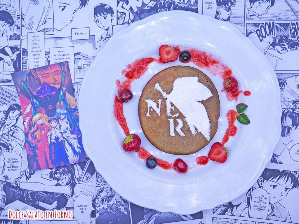 Pancake al caffè con il logo della Nerv di Evangelion