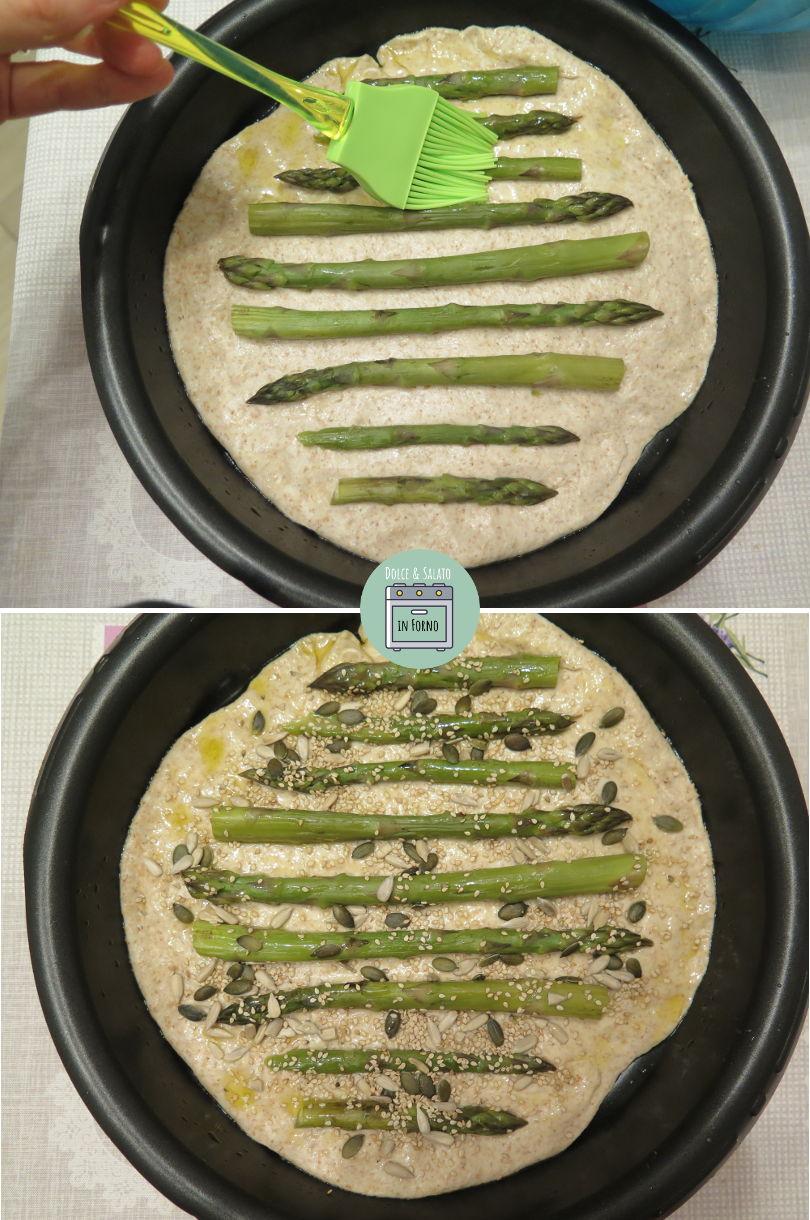 Aggiungere asparagi al panfocaccia, spennellarlo con olio EVO e cospargere con semi.