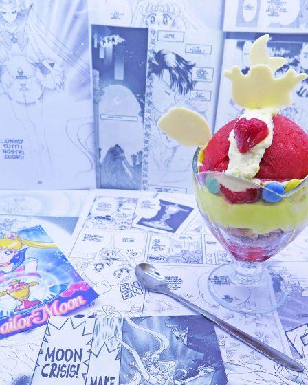 Sorbetto alla fragola a forma di Coppa Lunare di Super Sailor Moon