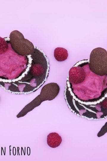 Tazzine di frolla cioccolato e mandorle con crema ai lamponi senza uova