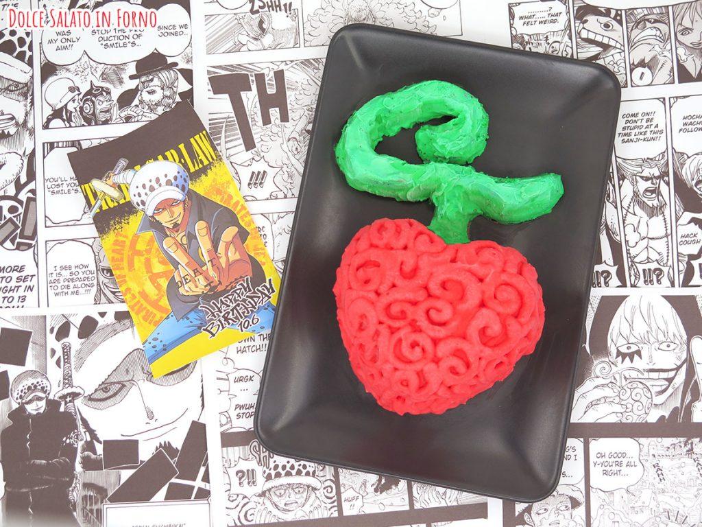 torta alle fragole, cioccolato e mascarpone a forma del frutto del diavolo Ope Ope